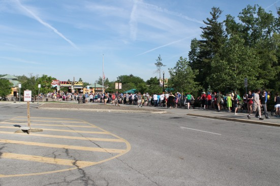 Line to get into Zoo at 9:01 am.
